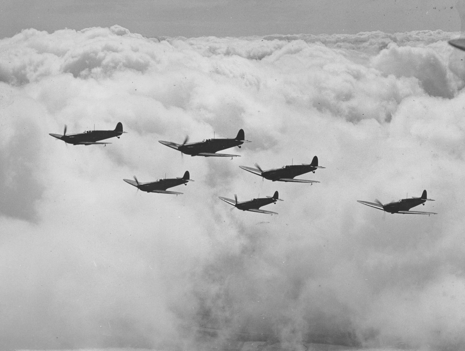 5903-16spitfires-hendon.jpg